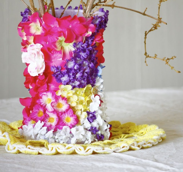 Field of Flower Vase—put buds inside the container and out!Crafty Stuff, Flowercov Vases, Fields Of Flower, Decor Ideas, Crafts Ideas, Flower Vases, Diy Decor, Silk Flower, Decorparti Ideas