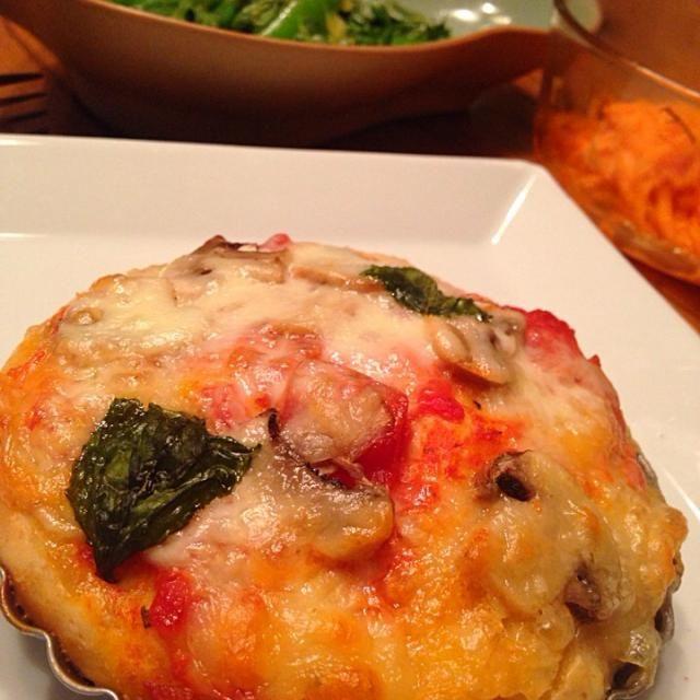 全粒粉いりビザ生地。  皆それぞれ好きなトッピングで。 - 40件のもぐもぐ - トマト、バジル、モツァレラトッピング ピザ by Yuri