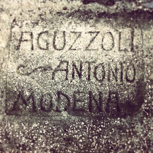 @Carrie Michaels Firma del costruttore sul muro di casa, Modena by Turismo Emilia Romagna, via Flickr