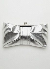 Shine at any event with this metallic clutch! Metallic fabric catches