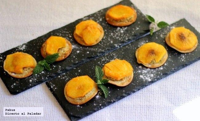 Pastelitos de melocotón y almendras (sustituir mantequilla por margarina)
