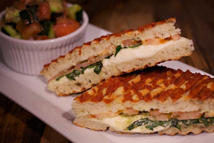 Sandwich cu pui si spanac