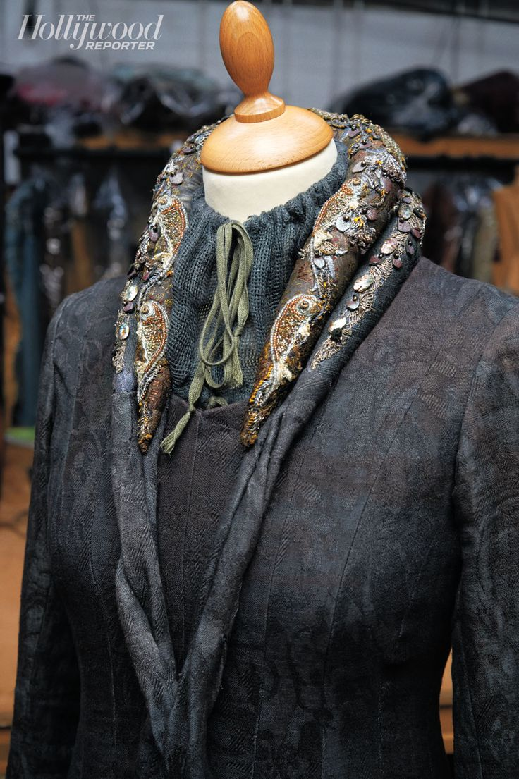 A collar for matriarch Catelyn Stark (Michelle Fairley) shows the fish emblem of her own House of Tully. Carragher used a flat queen pearl for the heads and metal wire for the eyes.