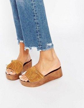 Sandalia de cuña con detalle de flecos de Vero Moda
