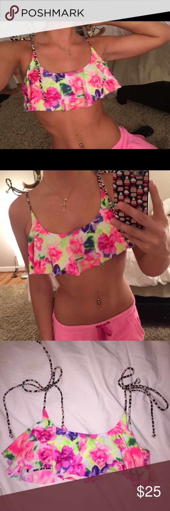 VSPINK Floral/Leopard Bikini Top So cute! Perfect condition, never worn. New without tags. Straps adjustable. I don't trade, sorry! PINK Victoria's Secret Swim Bikinis