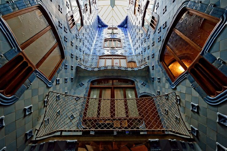 antoni gaudi casa mila essay The casa mila shows gaudi both compromising with capitalism and eventually turning his back on it, showing revulsion for the materialism of his time  tara, antoni.