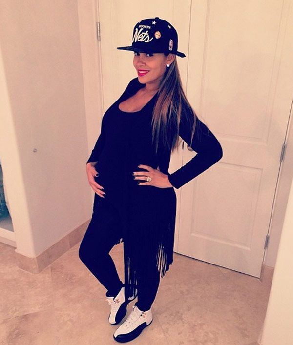 Evelyn Lozada shows off her casual pregnancy style