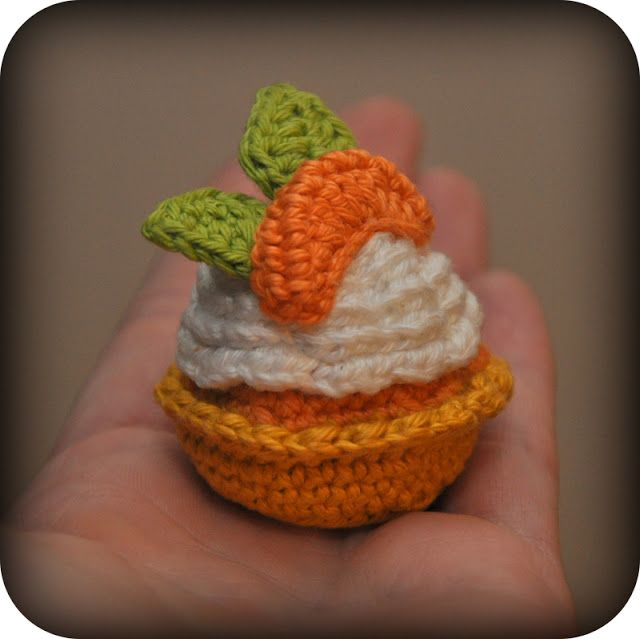 every week a new cupcake - free pattern, in Dutch (tip use google translator)