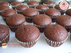 Mini Cupcakes al Cioccolato Fondente con Frosting Mousse Fondente all'Acqua   Mondo Delizioso
