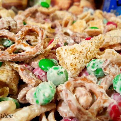 Christmas Reindeer Crack @keyingredient #recipes #chocolate
