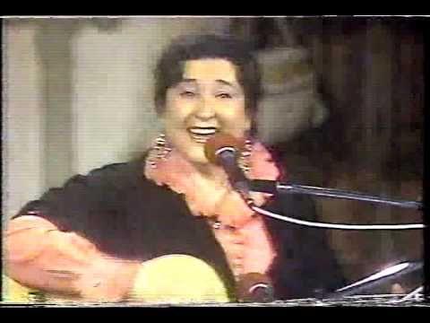 Margot Loyola interpreta La risa - YouTube