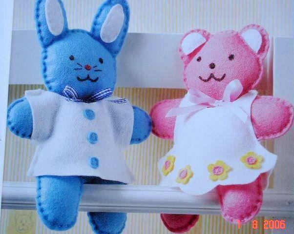 Osita y Conejo de Fieltro http://viamanualidades.com/moldes-de-conejo-y-osa-en-fieltro/