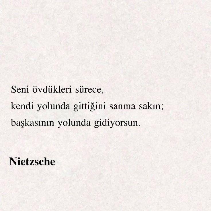 Seni övdükleri sürece kendi yolunda gittiğini sanma sakın; başkasının yolunda gidiyorsun. Nietzsche