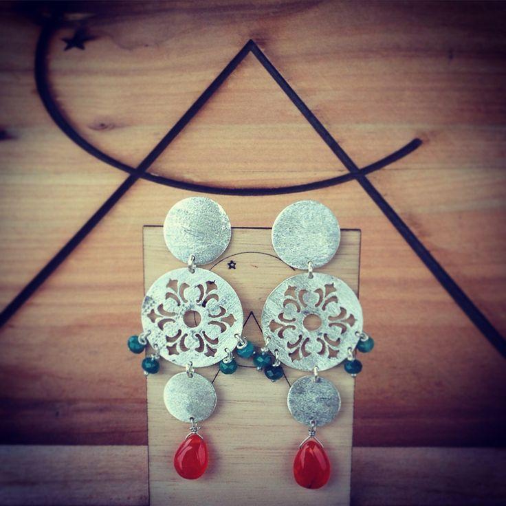 aros de plata hechos a mano con ágatas y ópalos. #opalo #agata #silver #handmade