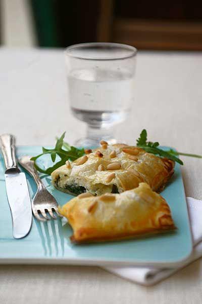 Strudelini di pasta sfoglia con spinaci, sogliola e mozzarella