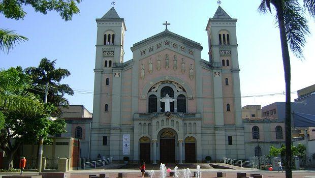 *Visite o site: www.matrizsagradafamilia.com.br | A Igreja MATRIZ SAGRADA FAMÍLIA, situada no centro e no coração de São Caetano do Sul, assumida pela ...