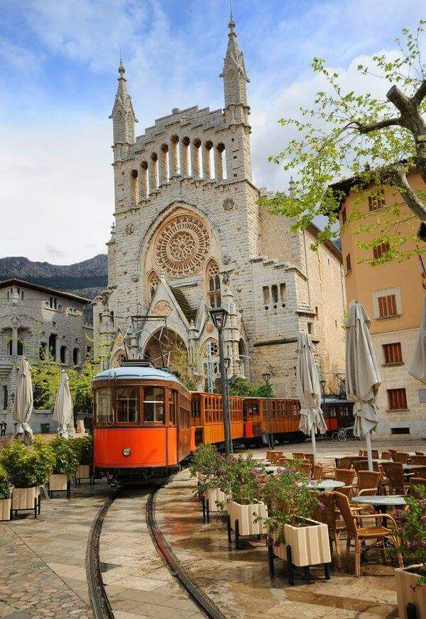#Soller, #Mallorca Spain. http://reversehomesickness.com/europe/mallorca-holiday-destination/