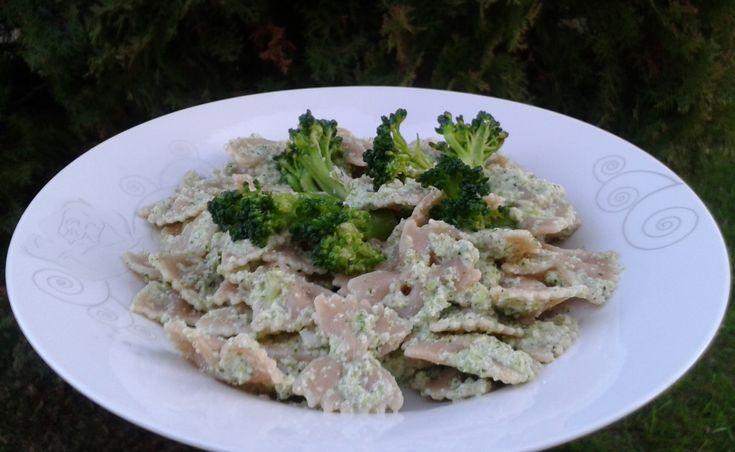 Paste cu pesto de broccoli - o alegere excelentă pentru o cină constistentă, savuroasă și pregătită rapid, adevată întregii familii. Poftă bună!