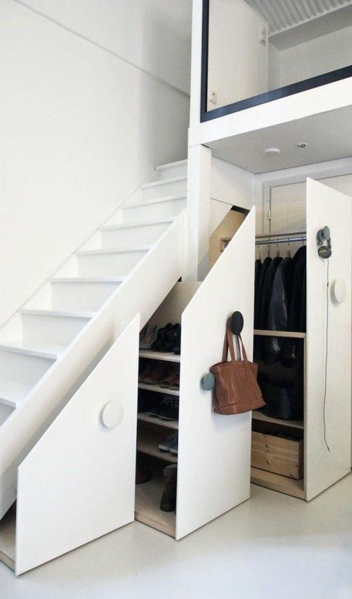 escalier d entree en bois blanc, comment ranger tout sous lescalier