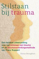 Stilstaan bij trauma -Vivian Broughton Een heldere uiteenzetting over het ontstaan van trauma en de traumaverwerkingsmethode van Franz Ruppert  Dit boek is een uitnodiging om je trauma's te onderzoeken en jezelf beter te gaan begrijpen...