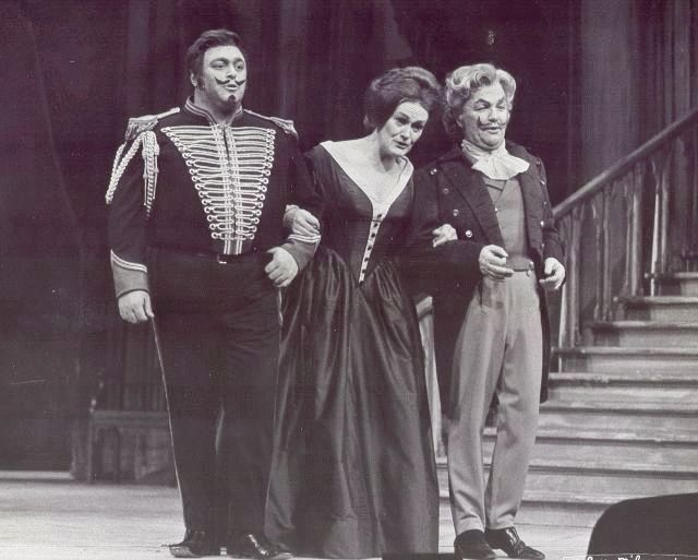 Luciano Pavarotti as Tonio, Dame Joan Sutherland as Marie and Fernando Corena as Sulpice in La Fille du Regiment, The Met 1972.