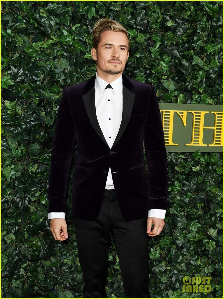 Orlando Bloom Goes Solo to London Evening Standard Theatre Awards 2016   orlando bloom goes stag to london evening standard awards 01 - Photo