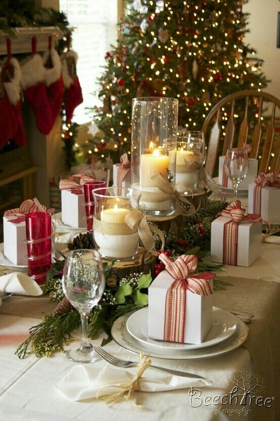 30 Gorgeous Christmas Tablescapes and Christmas Table Setting