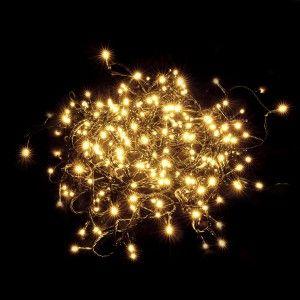 SKEN - to lampki choinkowe LED marki Markslojd. Długość 12m, 400 diod LED i klasa IP44. Emitują ciepłą barwę światła.