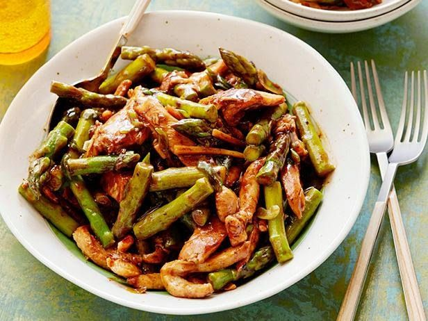 Chicken and Asparagus Stir-Fry http://hotindonesiarecipes.blogspot.com/