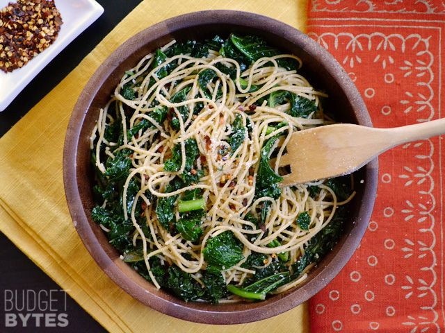 When you're in a hurry, this Garlic Parmesan Kale Pasta is a filling and flavorful meal. Few ingredients, BIG flavor. Step by step photos.