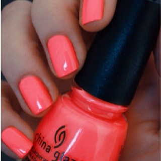 Coral nails..obsessed