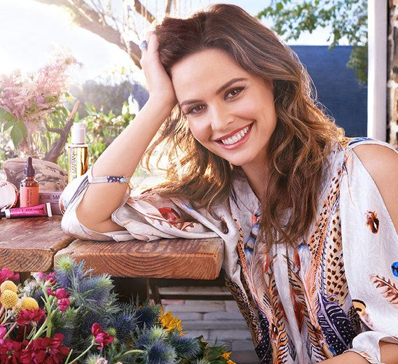 A peek into the wellness rituals of the former swimsuit model turned beauty mogul who helms her own multimillion-dollar beauty brand and lives a charmed life on a Pennsylvania farm. Almost every one of Josie Maran's products are centered around healing Argan oil