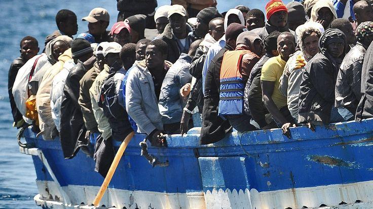 Flüchtlinge auf dem Weg nach Lampedusa | Bild: picture-alliance/dpa  http://www.br.de/nachrichten/bg-fluechtlinge-weltweit-100~_image-9_-679275d66594ab39ebf9b5fd5dac56d5314056be.html