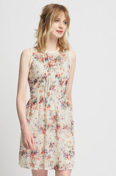 Koronkowa sukienka w kwiaty