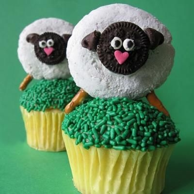 Cute lambs for Easter or baby shower. With mini powdered donuts.
