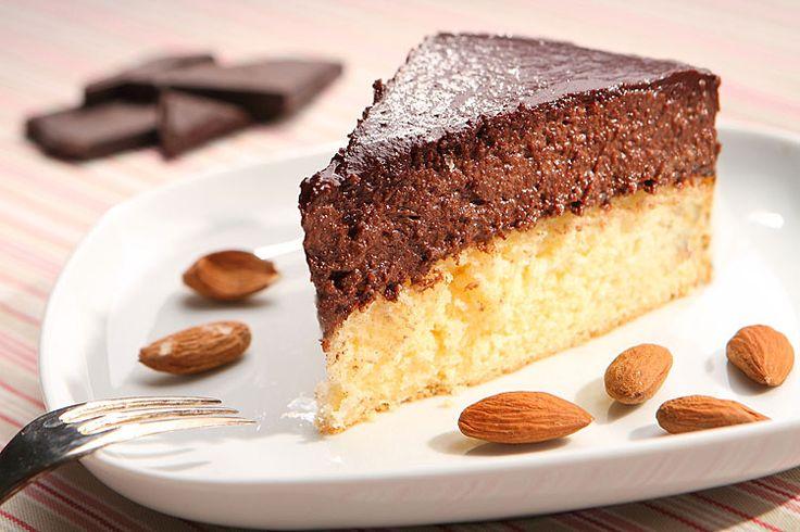 """Honí vás mlsná, nechcete si dávat nic těžkého a zároveň chcete """"pořádný"""" moučník? Vyzkoušejte tenhle skvělý ořechový dort. Mouku v něm totiž nenajdete!"""