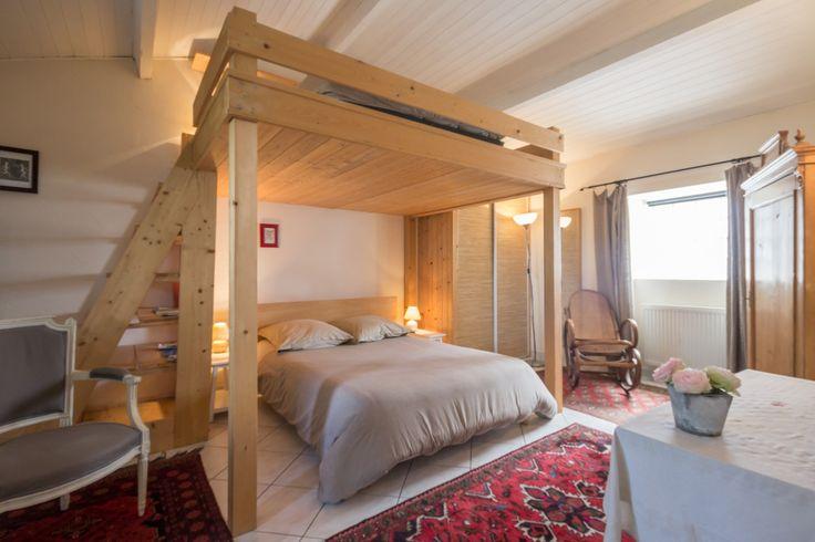 """Chambre d'hôtes à Saint-Sébastien-sur-Loire : """"La Maison des Tortues"""" est une maison d'influence bord de mer située aux portes de Nantes, dans un cadre bucolique. Jardin clos arboré de 800 m², idéal pour vos moments de repos, avec terrasse couverte."""