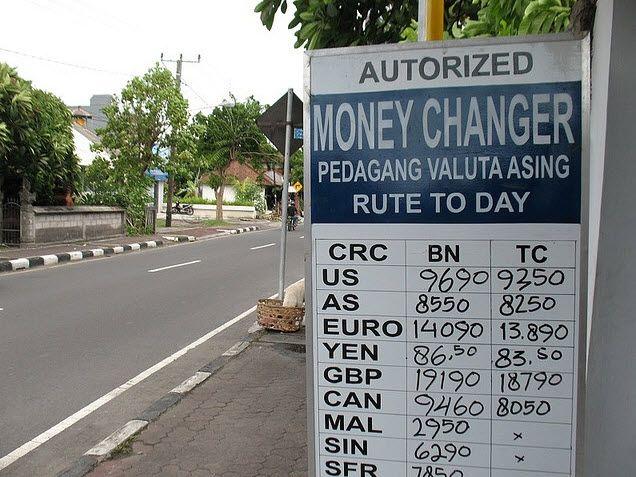 Обмен валюты – важный пункт, о котором вы должны помнить, посещая Бали или другие регионы Индонезии. Некоторые заведения для обмена валюты можно встретить на каждом углу туристических районов, однако туристам стоит быть очень внимательными по отношению к этому вопросу.