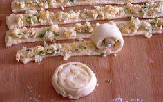 Patatesli börek ve çörek türlerini sevenler için çok güzel bir börek tarifi.Özellikle sıcak olarak tüketildiğinde yemeye doyamazsınız.Yanınada bol köpüklü yayık Ayranı Harika olur.Sahur yemekleri i…
