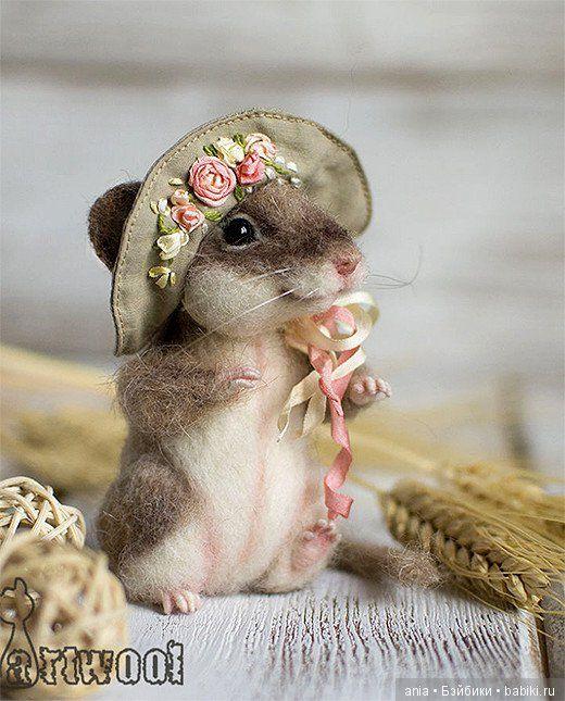 Валяные игрушки Натальи Кузнецовой / Валяние / Бэйбики. Куклы фото. Одежда для кукол. Mouse in a  flowered bonnet.