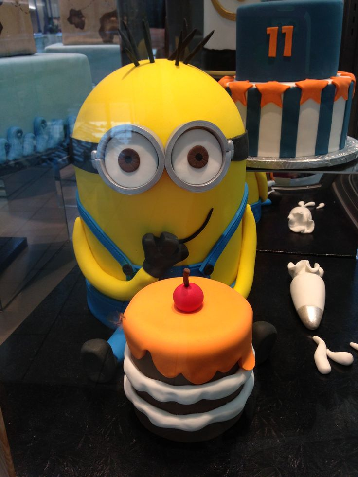 Minions Cakes Pic