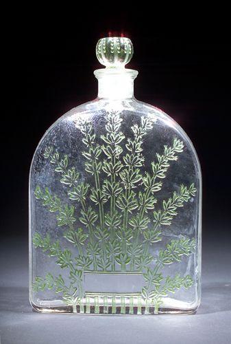 Flacon en verre à décor sur une face d'un bouquet de Lavande,  Titré à la base, bouchon sphérique, Alpy lavande, René Lalique, 1929