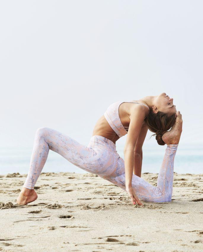 Inspiring Sjana Elise Earp in Peach Python http://www.aloyoga.com/w5374sr-airbrush-legging-print