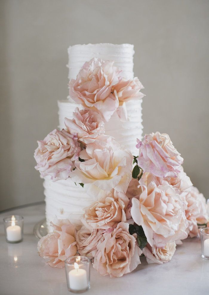 This wedding cake  cake is understated, yet lovely!