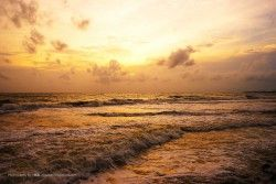 But regardless of the rather frightening waves, the west coast is one of the best spots for glorious sunsets. Sunset scenery at the Galle Face Hotel