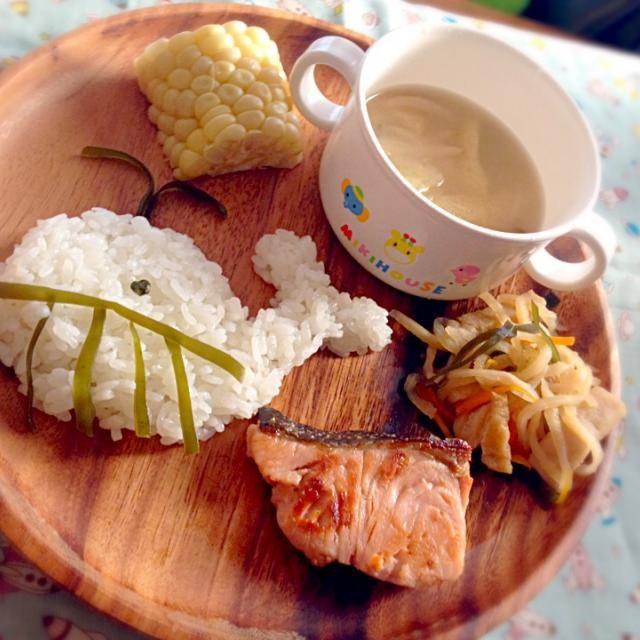 ・鮭のバター醤油焼き ・切り干し大根と高野豆腐の煮物 ・白いトウモロコシ ・くじらごはん - 34件のもぐもぐ - 息子夕食 鮭のバター醤油焼き by eri6812