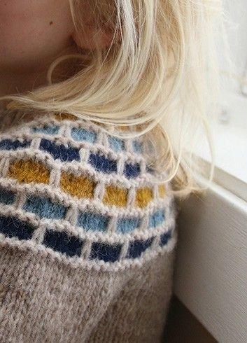 En genser du kan gjøre så enkel eller komplisert som du bare vil. Fine på kalde dager.