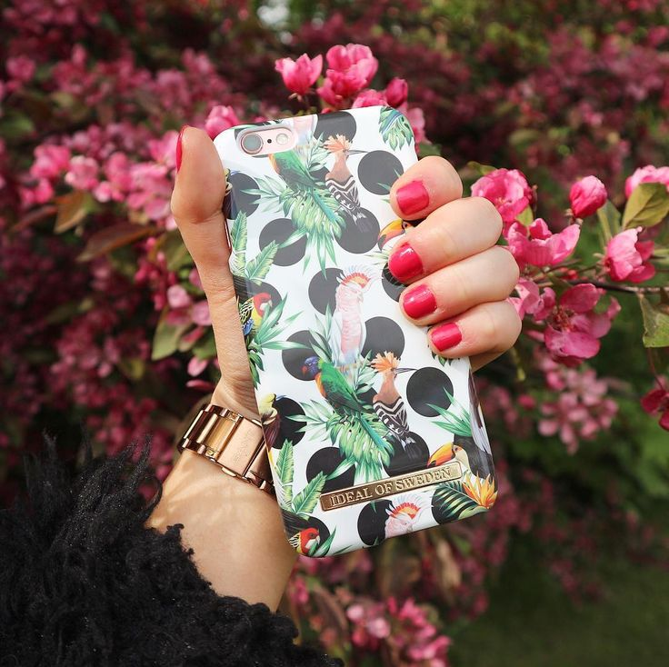 Tropical Dots by lovely @carolinemarieadriana - Fashion case phone cases iphone inspiration iDeal of Sweden #Tropcial #birds #leaf #fashion #inspo #iphone