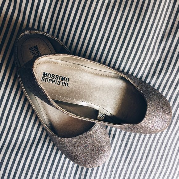 Multicolor Sparkle Flats Gold, silver & multicolor sparkle all over. Comfortable & really cute. Just have so many shoes I never wear these. Mossimo Supply Co. Shoes Flats & Loafers