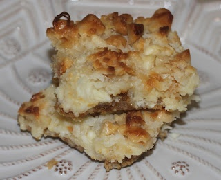 White Chocolate Macadamia Nut Bars | Cookies & Bars | Pinterest